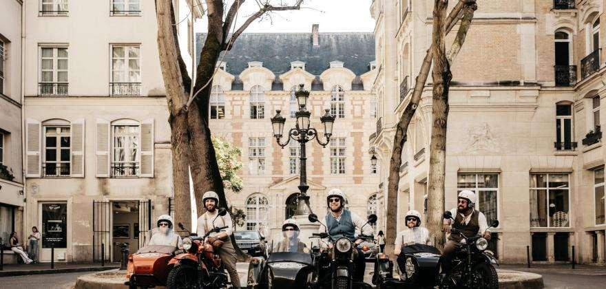 Balades insolites à Paris en 2CV ou en side-car